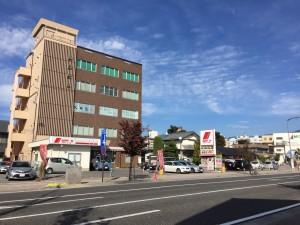 松本市のパーソナルトレーニングジムスタジオコアはアルプス口の一番近いビルの2階です